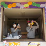 職員も仮装をして抽選会やお弁当の配布を行いました!